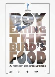 Película: Boy eating the bird's food